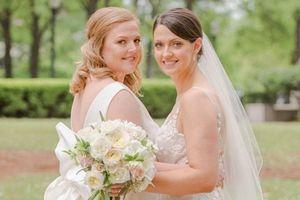 Hoa hậu Mỹ 2005 Deidre Downs kết hôn cùng bạn gái đồng tính