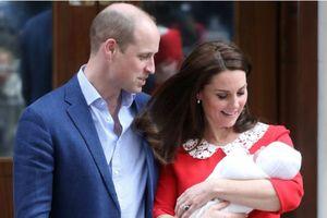 Em bé thứ 3 của vợ chồng Hoàng tử Anh William không được đặt tên ngay và đây là lý do
