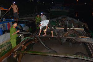 'Tuýt còi' 3 phương tiện khai thác cát trái phép trên sông Tiền