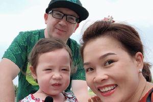 Chàng họa sĩ Ireland quyết cưới cô gái Việt vì chiếc túi bình dân