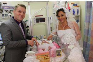 Sinh con xong, cặp vợ chồng Mỹ tổ chức đám cưới ngay trong bệnh viện