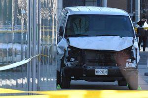 Tấn công xe tải ở Canada: Không bắn kẻ tình nghi, cảnh sát được ca ngợi