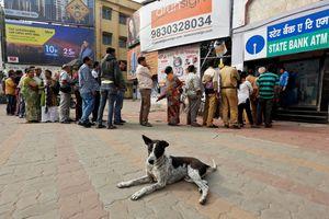Ấn Độ lại cạn tiền mặt