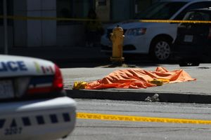 Xe tải tông người đi bộ Canada, 25 người thương vong
