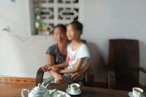 Người mẹ đau đớn tố cáo cụ ông 70 tuổi giở trò đồi bại với con gái