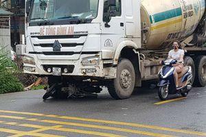 Hà Nội: Xe máy chui gầm xe bồn, 2 nam thanh niên tử vong tại chỗ