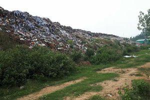 Cuộc sống khổ sở của người dân sống cạnh 'bom' rác giữa lòng thành phố Vĩnh Yên