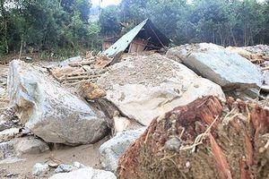 Sạt lở đất bất ngờ khiến 2 người thiệt mạng