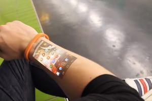 Chế tạo thành công smartwatch phóng to màn hình lên da