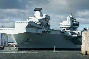 Tàu sân bay mạnh nhất hải quân Anh ra khơi với máy bay quân sự