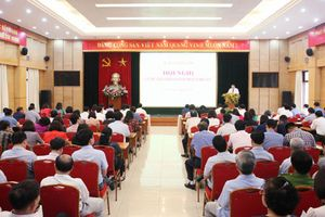 Quận ủy Hoàn Kiếm và Long Biên họp sơ kết giữa nhiệm kỳ