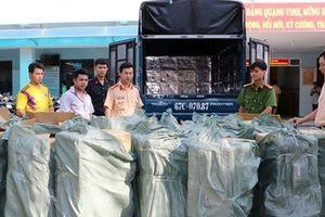 Liên tiếp bắt giữ các vụ vận chuyển thuốc lá lậu bằng ô tô tại ĐBSCL