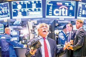 Vàng & dầu tăng, chứng khoán mệt mỏi