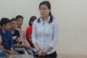 Nữ giáo viên ngoại ngữ bày trò chiếm đoạt hàng trăm nghìn USD