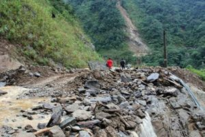 Sơn La: Sạt lở đá khiến 4 người thương vong