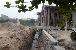 Xử lý nghiêm việc lấn chiếm mương tiêu thoát nước để xây nhà