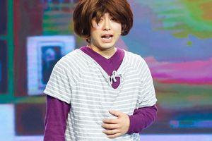Akira Phan tiếp tục giả gái trên sân khấu