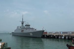 Tàu khu trục tên lửa của Hải quân Singapore cập cảng Đà Nẵng