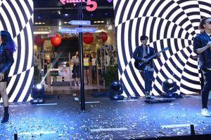 Fire Band 'X-Factor 2016' trình diễn sôi động ra mắt phố thời trang TP.HCM
