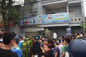 Dân vây kín ngôi nhà nghi của 'Hội Thánh Đức Chúa Trời Mẹ' tại Thanh Hóa