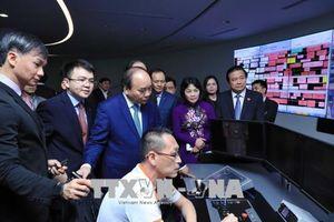Thủ tướng Nguyễn Xuân Phúc thăm Cảng Singapore và Supply Chain City
