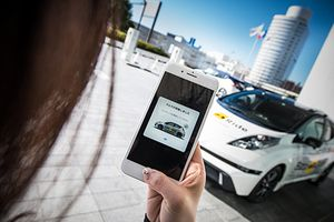 Xe taxi tự lái Nissan Leaf chuẩn bị lăn bánh tại Nhật Bản