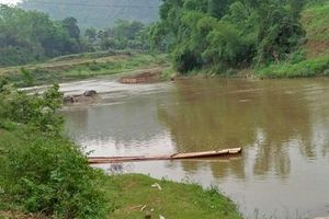 Lào Cai: Bố mẹ đi làm xa, 2 anh em đuối nước thương tâm khi tắm suối