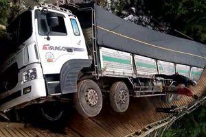 Lâm Đồng: Sập cầu do xe chở quá tải gần gấp 4 lần đi qua