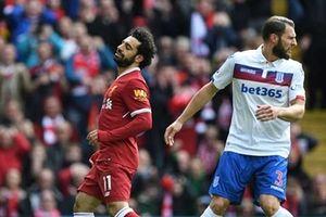 Salah 'tàng hình', Liverpool bị Stoke cầm hòa