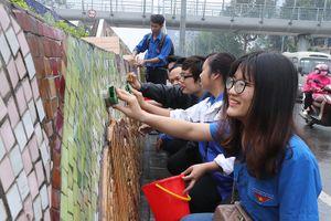 Thanh niên Thủ đô ra quân làm sạch 'Con đường gốm sứ'
