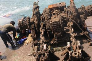 'Giải cứu' con tàu chở hơn 3 ngàn tấn quặng chìm ngỉm gần 5.000 giờ trên vùng biển Quy Nhơn