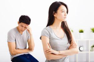 Lời thì thầm: Sóng gió hôn nhân sau kỳ họp lớp