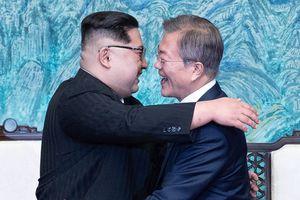 Kim gặp Moon: Những xúc cảm khi 'Mặt Trời' đối diện 'Mặt Trăng'