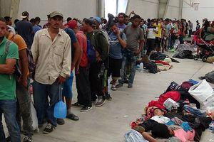 Người di cư tràn ngập biên giới Mỹ