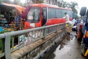 Nghệ An: Tai nạn liên hoàn trên quốc lộ 1A, một cụ bà văng xuống sông