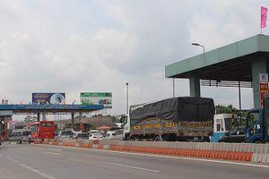 Xe ùn ứ một bên đường trên nhiều tuyến giao thông tại Tiền Giang