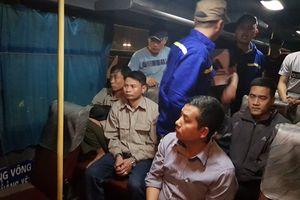 Quảng Ninh: Bắt 9 công nhân đánh bạc trên ô tô
