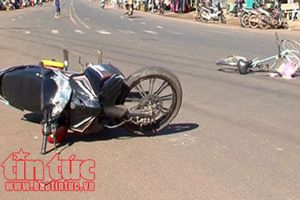 Phú Yên: Va chạm giữa xe buýt và xe gắn máy khiến 2 người thương vong 