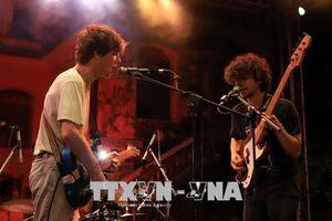 Nghe nhạc Rock tại sân khấu cung An Định