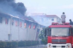 Tiền Giang: Nhà máy dệt cháy lớn, huy động xe cứu hỏa Long An chi viện