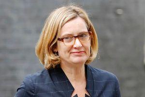 Bộ trưởng Nội vụ rời hàng ngũ của bà Theresa May vì bê bối nhập cư