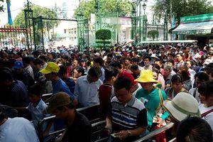 Ngày lễ, hàng nghìn người Sài Gòn đổ về khu vui chơi... 'trốn nóng'