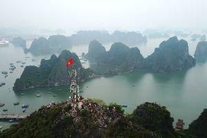 Ngắm kỳ quan vịnh Hạ Long từ 'kính viễn vọng' đặc biệt trong kỳ nghỉ lễ