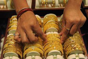 Giá vàng tuần này: Chuyên gia nói giảm, nhà đầu tư bảo tăng