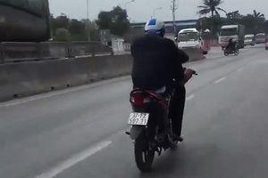 Thanh niên điều khiển xe máy bằng chân trên quốc lộ 1A bị phạt 7 triệu đồng