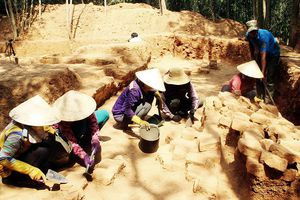 Phát hiện phế tích nền tháp Trắng Long 1.000 tuổi