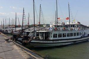 Quảng Ninh: Tàu du lịch bị nước tràn vào khoang máy khi neo tại Tuần Châu
