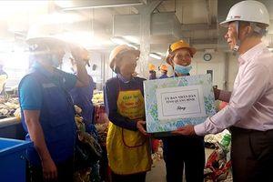 Chủ tịch UBND tỉnh Quảng Bình thăm người lao động nhân ngày quốc tế lao động
