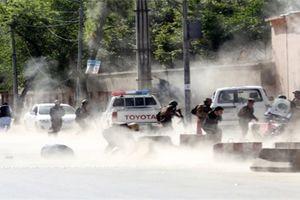 Video: Hiện trường vụ khủng bố IS đánh bom sát hại 9 nhà báo ở Afghanistan