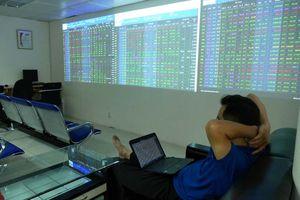Giá cổ phiếu ngân hàng giảm trong tháng 4